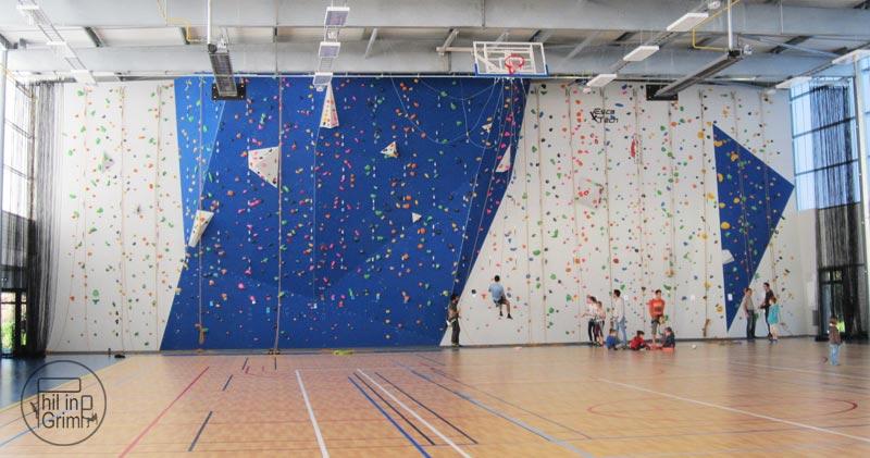 Vue globale du mur Escalade Salle des grenais St Philbert de grand lieu